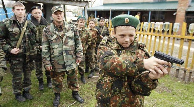 ロシアの士官候補生の姿!2日間の野外訓練を撮影した写真
