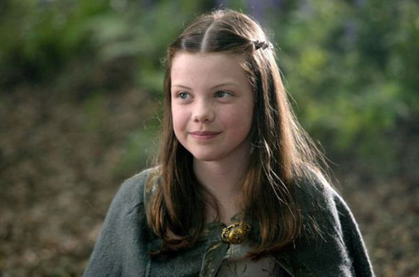georgie_henley_is_all_grown_up_640_02