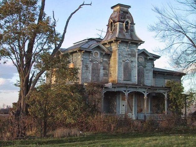 HauntedHouse25