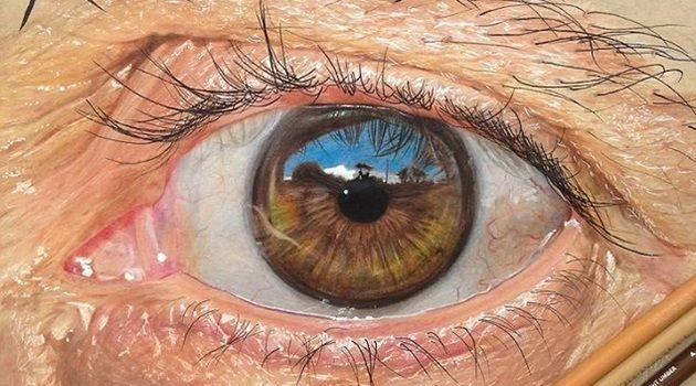色鉛筆やペンで超リアルに目を描く19歳のアーティスト!