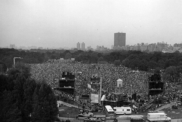 Simon-Garfunkel-in-Central-Park-1981-