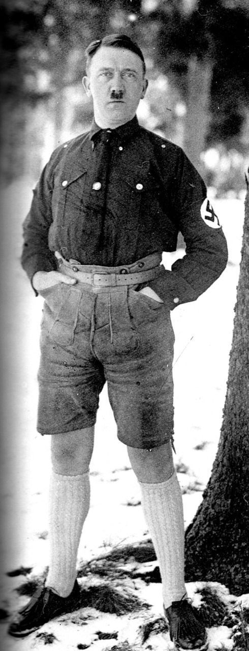 banned_neverbeforeseen_photos_of_hitler_in_shorts_640_high_04