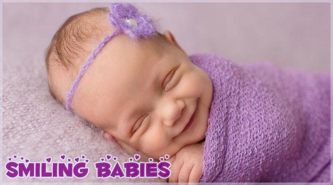 幸せそうな笑顔で眠る赤ちゃんたちのキュートな写真集