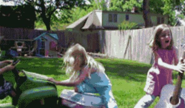 警戒心の薄い子どもたち!子どもの頃の小さな失敗GIF集!