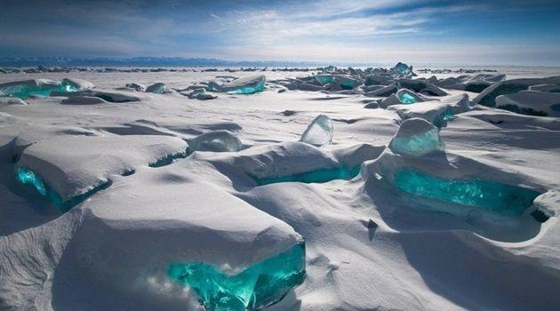 透明度の高い透き通った氷の世界!美しすぎるバイカル湖!