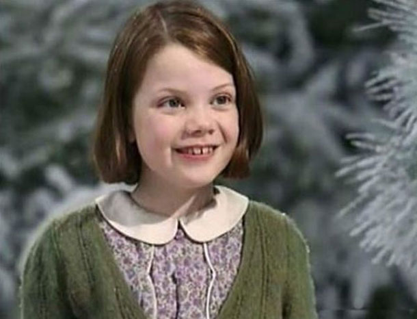 georgie_henley_is_all_grown_up_640_01