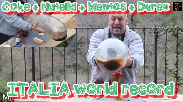 愉快なイタリア人がコンドームを使ってメントスコーラ!