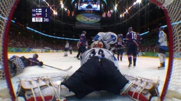 クレイジーで興味深いスポーツ!アイスホッケーの面白いGIF画像