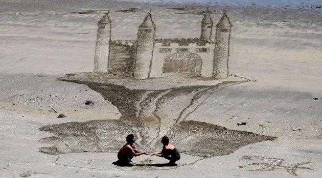 ニュージーランドの砂浜に出現した立体的な幻想アート!