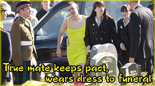 派手なドレスの女装姿で葬式に参加する男…感動の理由が…