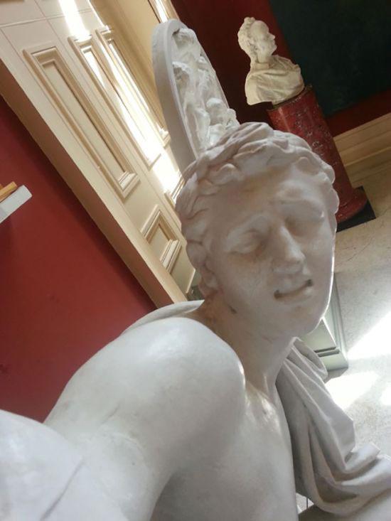selfie_statues_01