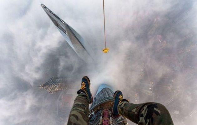 恐怖の高さに背筋が凍りつく!上海タワーに侵入した2人のロシア人