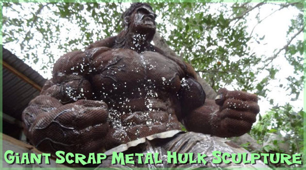 金屑で作り上げたド迫力の巨大メタルハルクが登場!