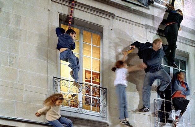 人が素手で壁を登ってる!?目を疑う不思議なお家!ダルストンハウス!