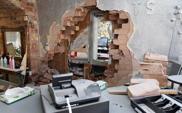 broke_wall_03